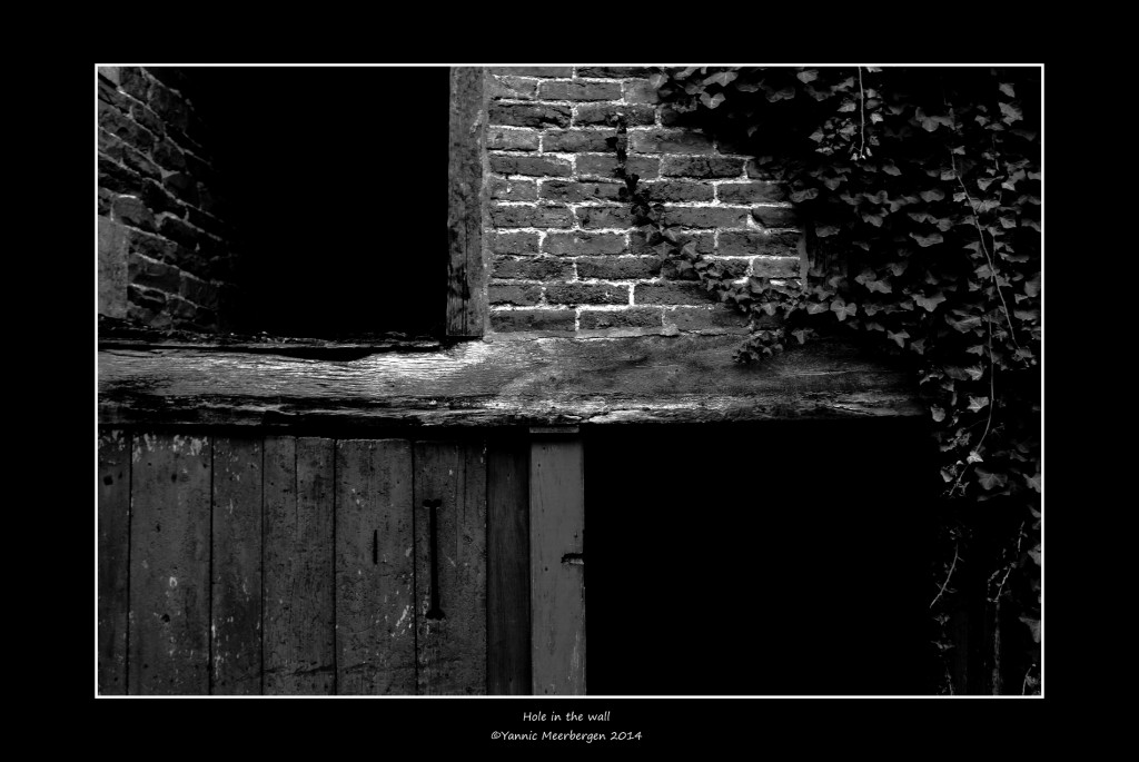 Hole in the wall. Just for fun. ©Yannic Meerbergen, 2014
